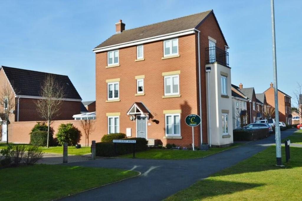 4 Bedrooms Detached House for sale in Oakenhurst, Hawksyard
