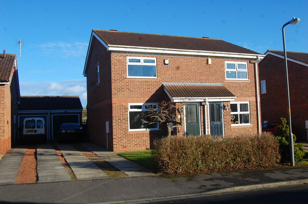 2 Bedrooms Semi Detached House for sale in Hailstone Drive, Northallerton