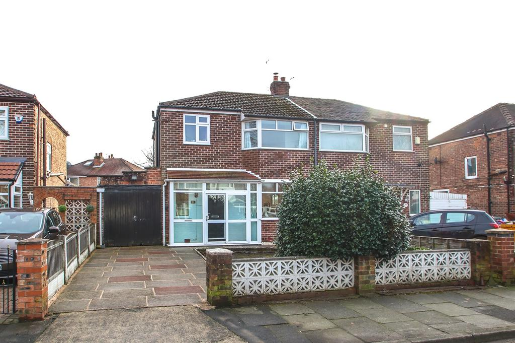 3 Bedrooms Semi Detached House for sale in Derwent Road, Flixton, Manchester, M41