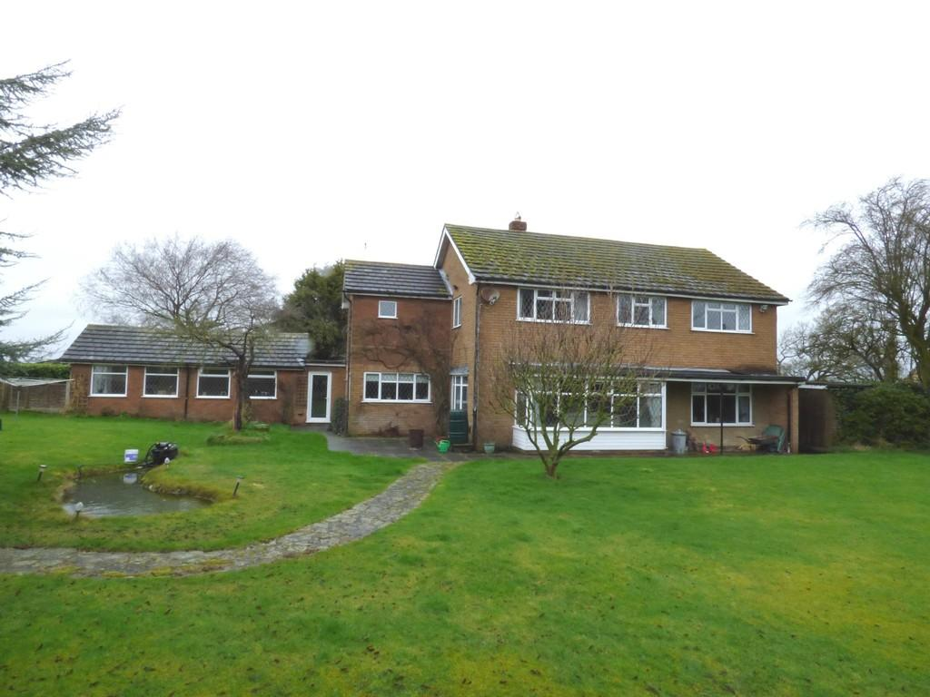 5 Bedrooms Detached House for sale in Levedale, Stafford, ST18 9AH