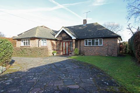 3 bedroom detached bungalow for sale - How Lane, Chipstead