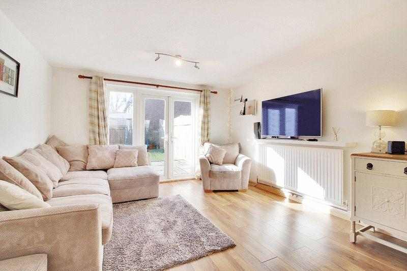 2 Bedrooms Terraced House for sale in Swallowtail Road, Horsham