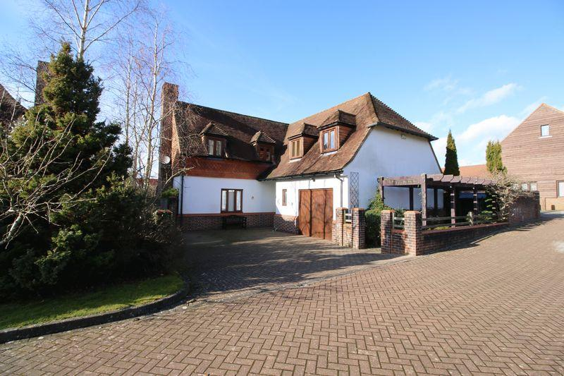 4 Bedrooms Detached House for sale in St Marys Mead, Buxted