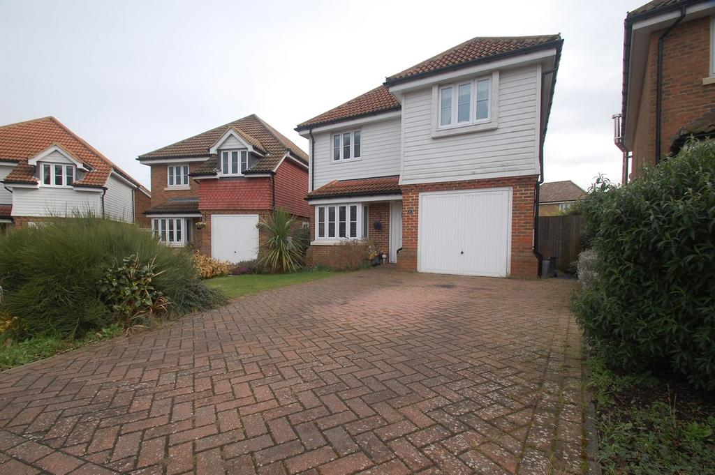 4 Bedrooms Detached House for sale in Foulds Close, Gillingham, ME8