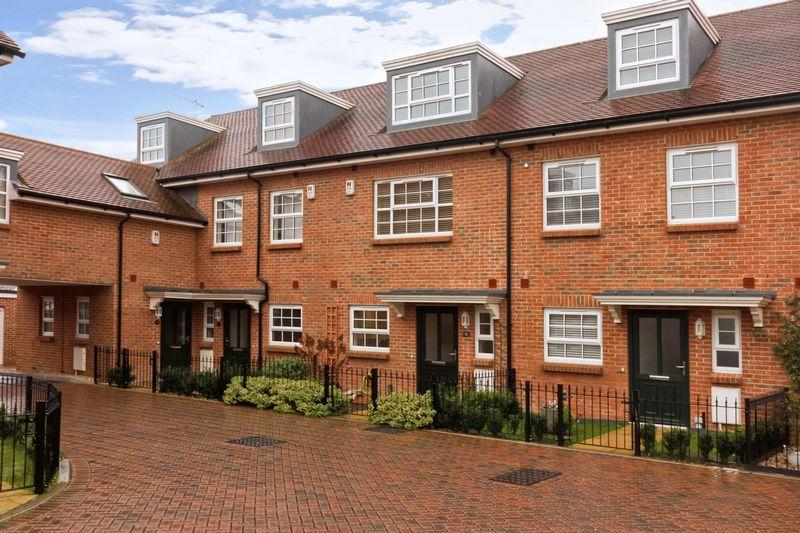 4 Bedrooms Terraced House for sale in Kings Mews, Worthing