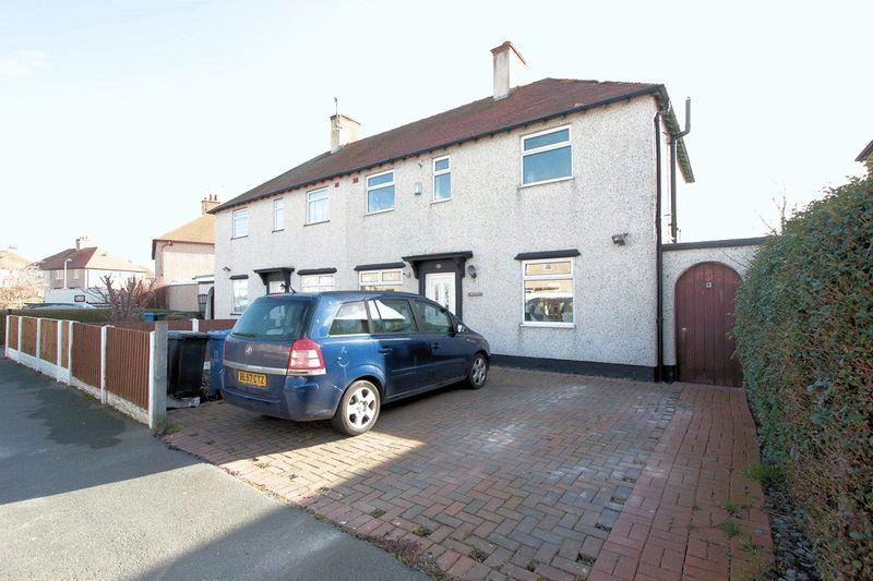 3 Bedrooms Semi Detached House for sale in Clwyd Avenue, Rhudlan