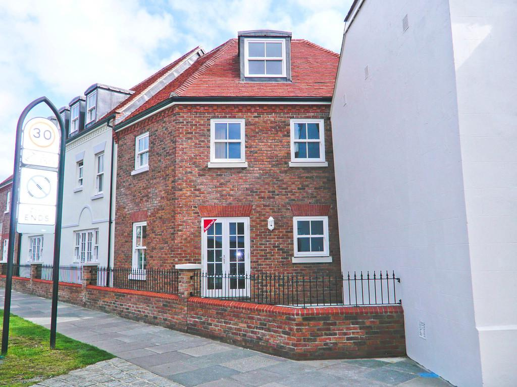2 Bedrooms Town House for sale in Wall Cottage Drive, Chichester