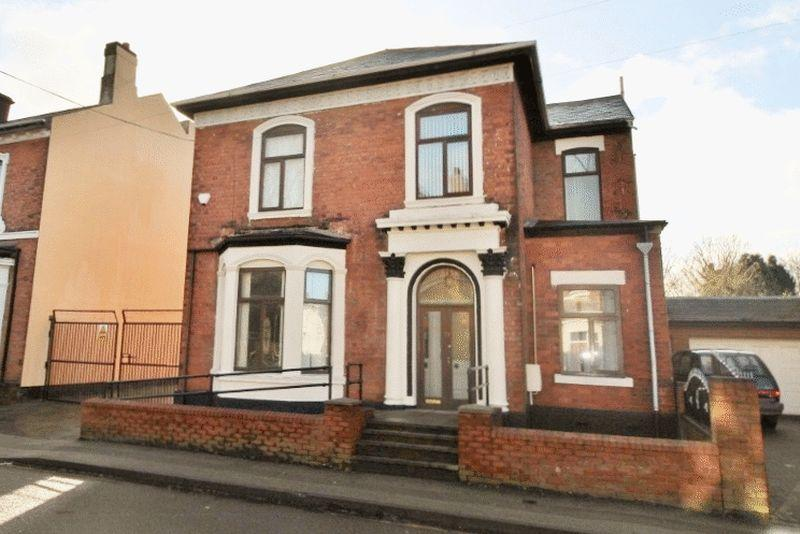 4 Bedrooms Detached House for sale in 74 New Road, Willenhall