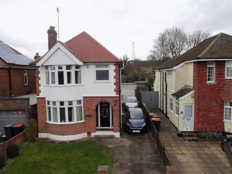 3 Bedrooms Detached House for sale in Sundown Avenue, Priory Area