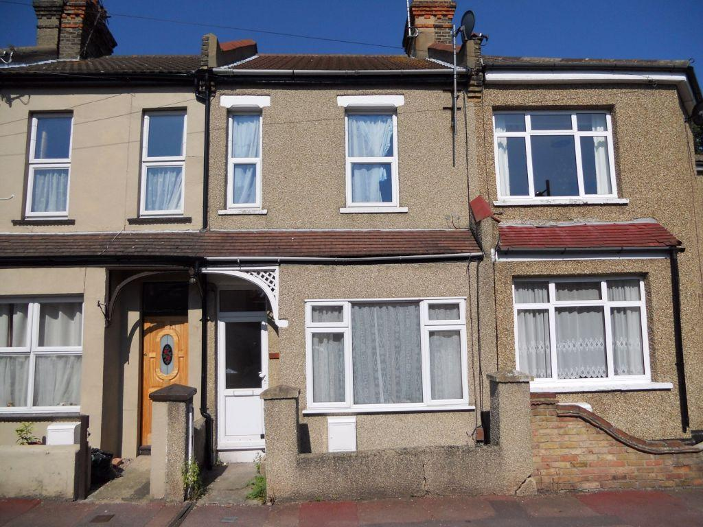 3 Bedrooms Terraced House for sale in Colchester Road, Southend on Sea