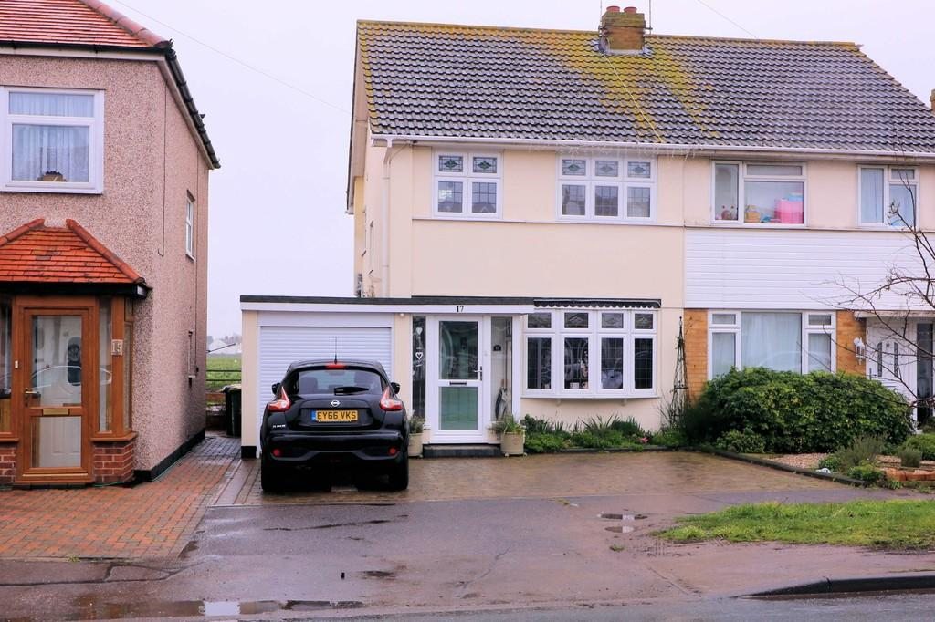 3 Bedrooms Semi Detached House for sale in Shoebury Road, Great Wakering
