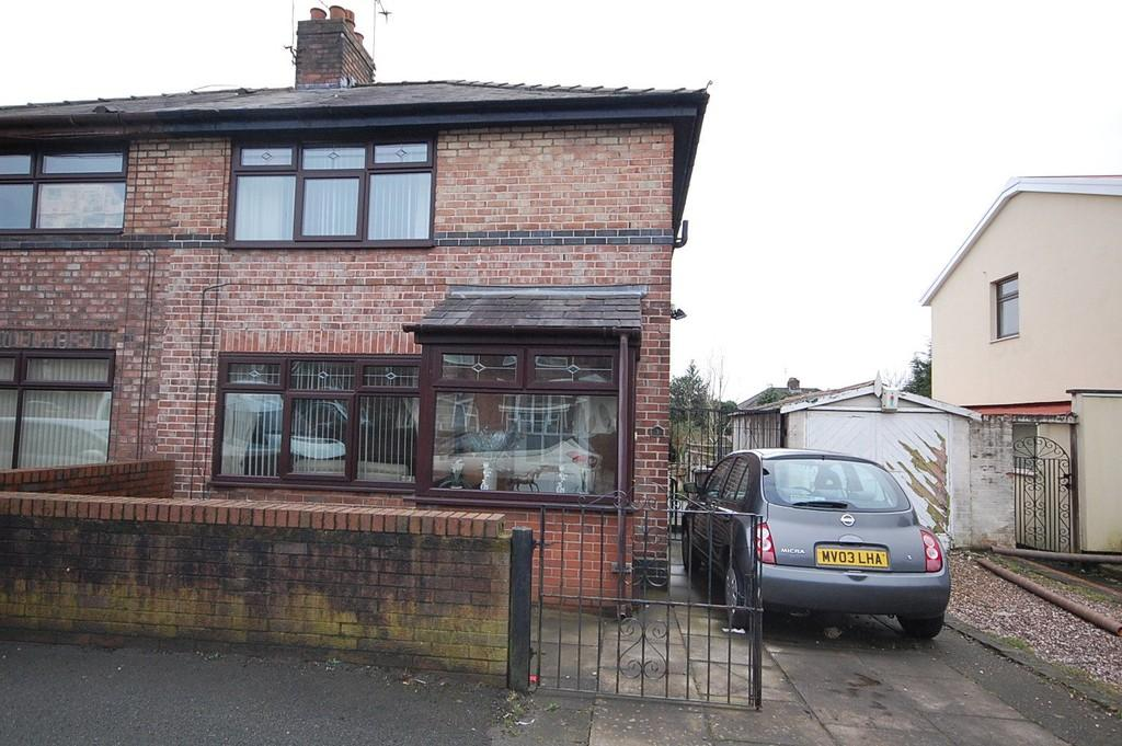 2 Bedrooms Semi Detached House for sale in Bassenthwaite Avenue, Moss Bank , St. Helens