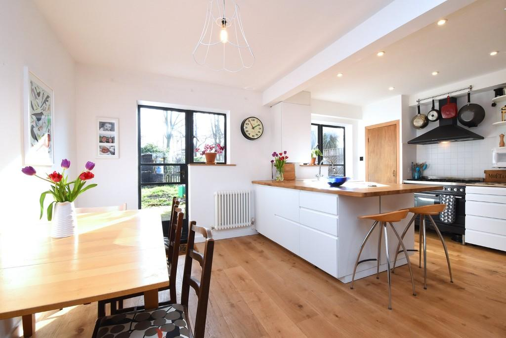 4 Bedrooms Semi Detached House for sale in Duncombe Hill, SE23