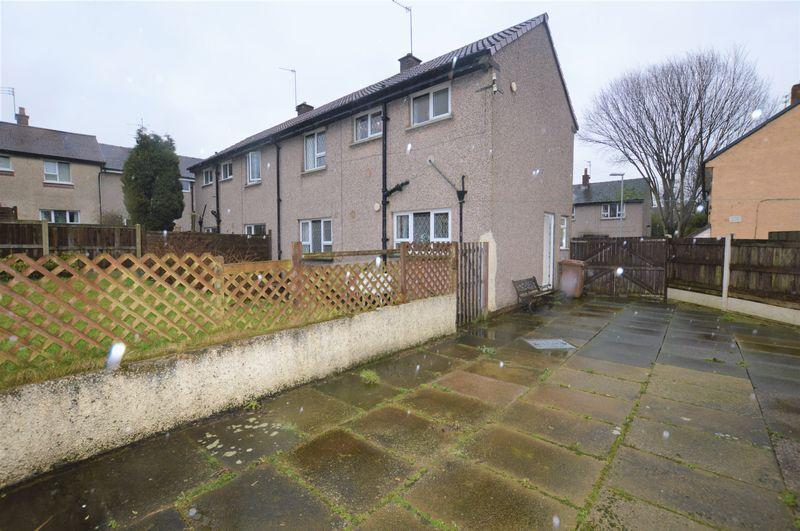 2 Bedrooms Semi Detached House for sale in Meadway, Rochdale