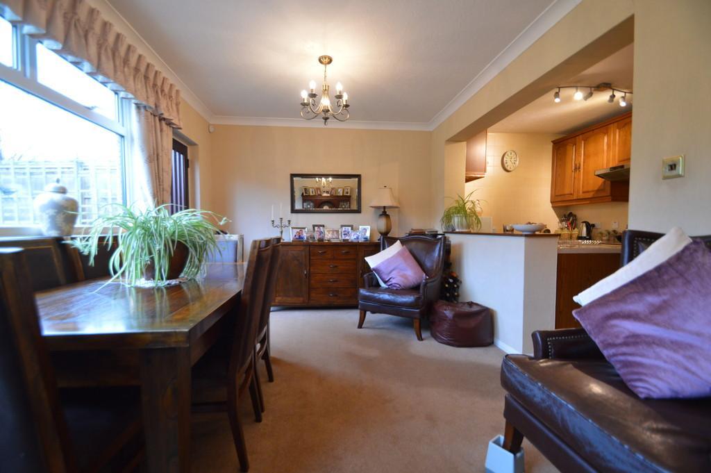 3 Bedrooms Terraced House for sale in Sandown Avenue, Dagenham