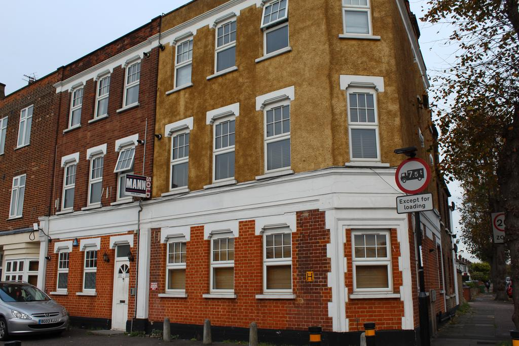 1 Bedroom Flat for sale in Bromley Road, London