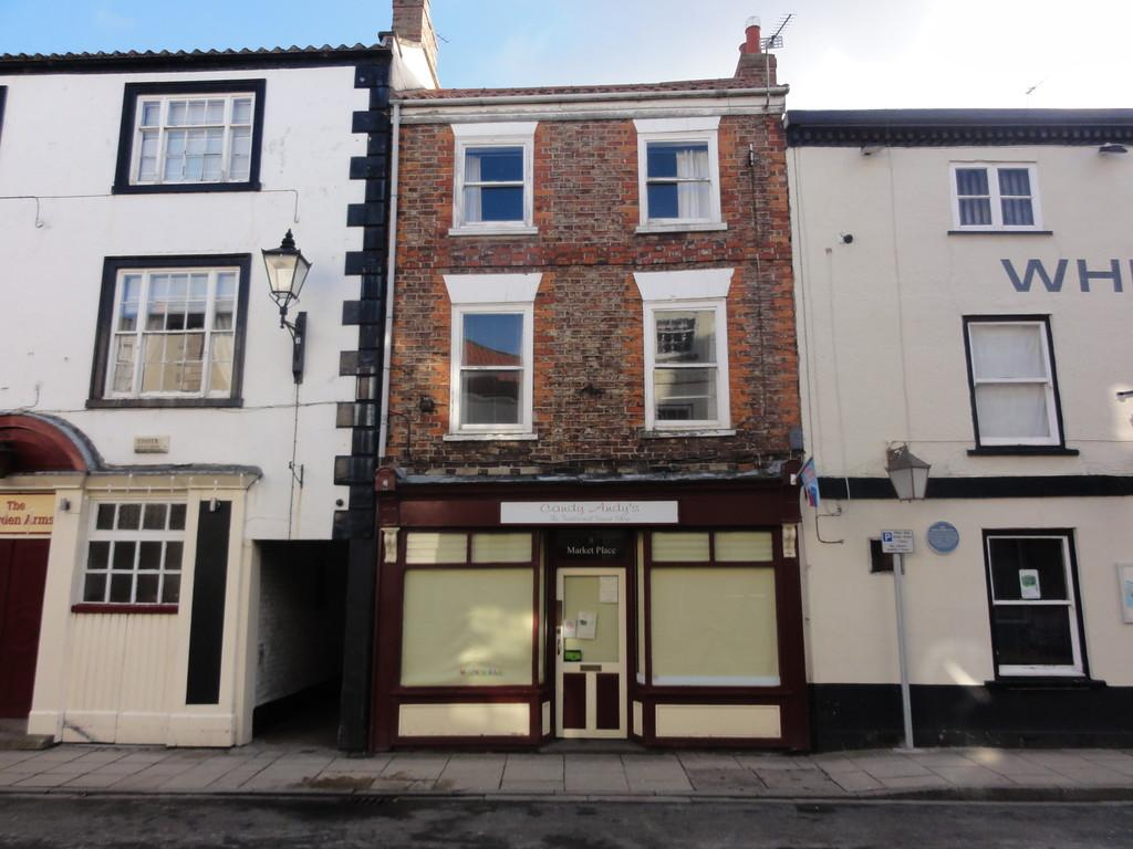 2 Bedrooms Terraced House for sale in Market Place, Howden