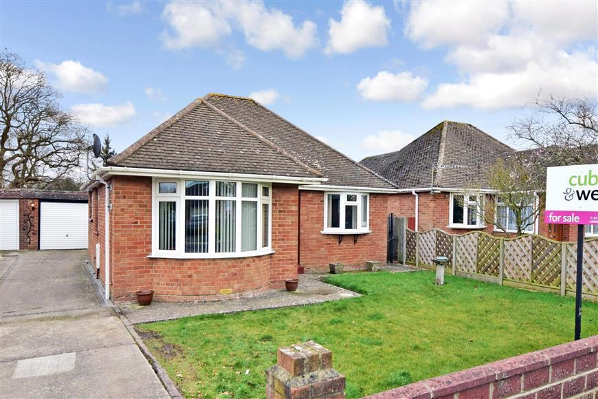 2 Bedrooms Detached Bungalow for sale in Deeside Avenue, Chichester, West Sussex