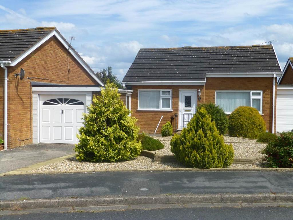 2 Bedrooms Detached Bungalow for sale in 21 Coed Y Mor, Penrhyn Bay, LL30 3NS