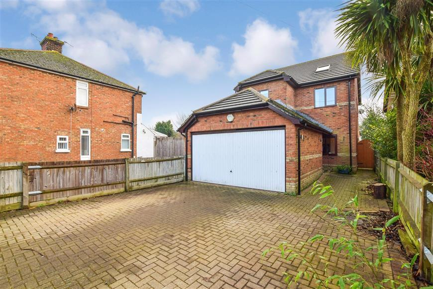 4 Bedrooms Detached House for sale in Canterbury Road, Willesborough, Ashford, Kent