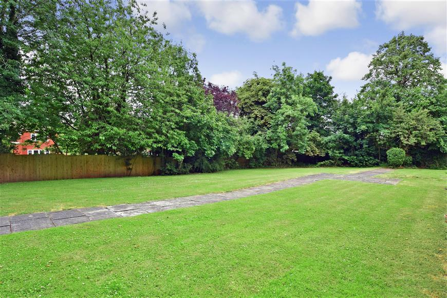 2 Bedrooms Apartment Flat for sale in Oakfield Drive, Reigate, Surrey