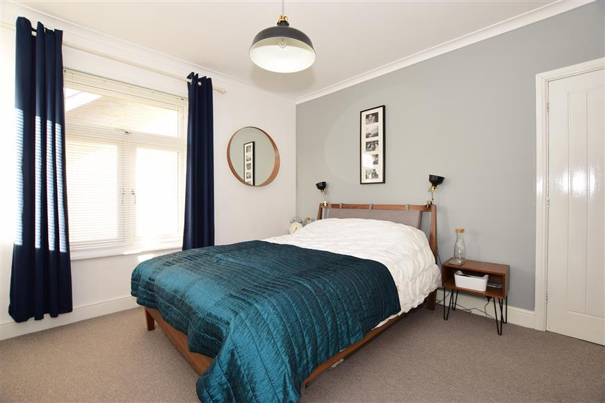 3 Bedrooms Semi Detached House for sale in Bellevue Road, Cowes, Isle of Wight