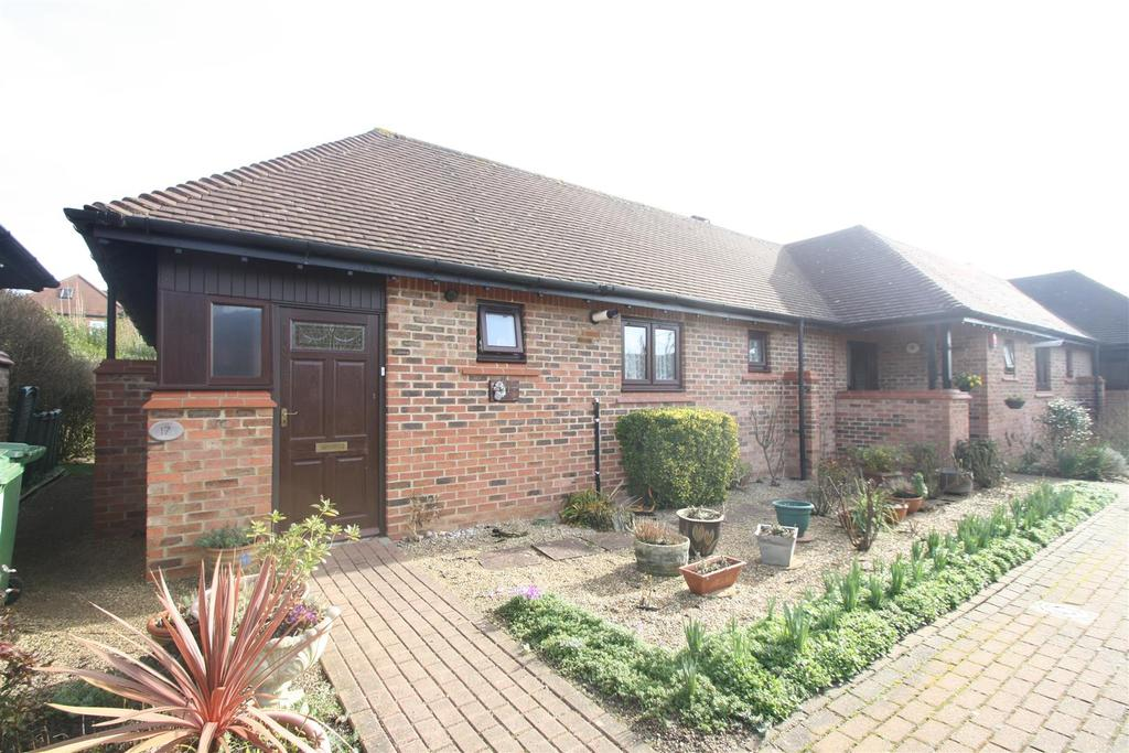 2 Bedrooms Bungalow for sale in Knowles Green, Bletchley, Milton Keynes