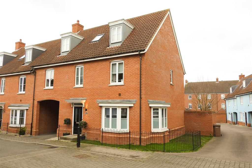 4 Bedrooms Semi Detached House for sale in Eastwood Park, Great Baddow, Chelmsford