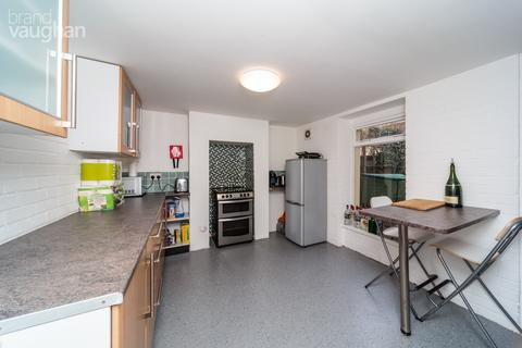 2 bedroom terraced house to rent - Newmarket Road, Brighton, BN2