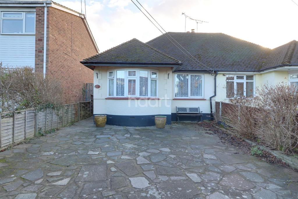 2 Bedrooms Bungalow for sale in Creswick Avenue, Rayleigh