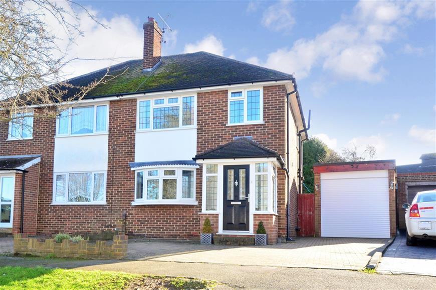 3 Bedrooms Semi Detached House for sale in Parkfield Road, Rainham, Gillingham, Kent