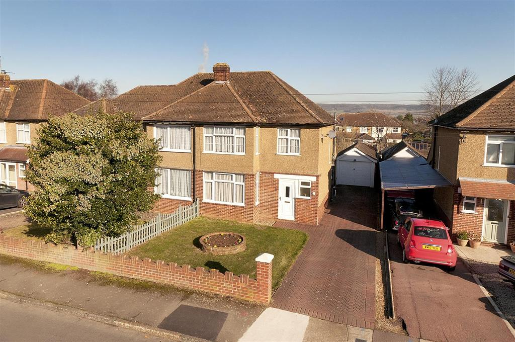 3 Bedrooms Semi Detached House for sale in Headingley Road, Maidstone, ME16 0HR