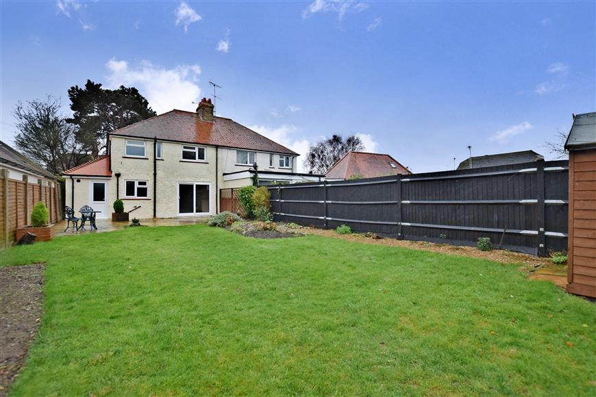 3 Bedrooms Semi Detached House for sale in Wendy Ridge, Rustington, West Sussex