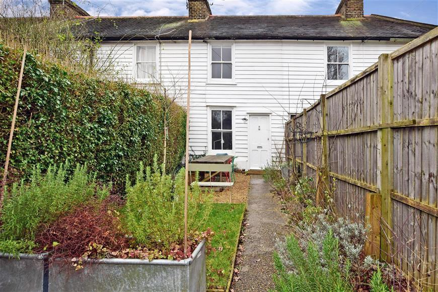 2 Bedrooms Terraced House for sale in Manor Road, Chigwell, Essex