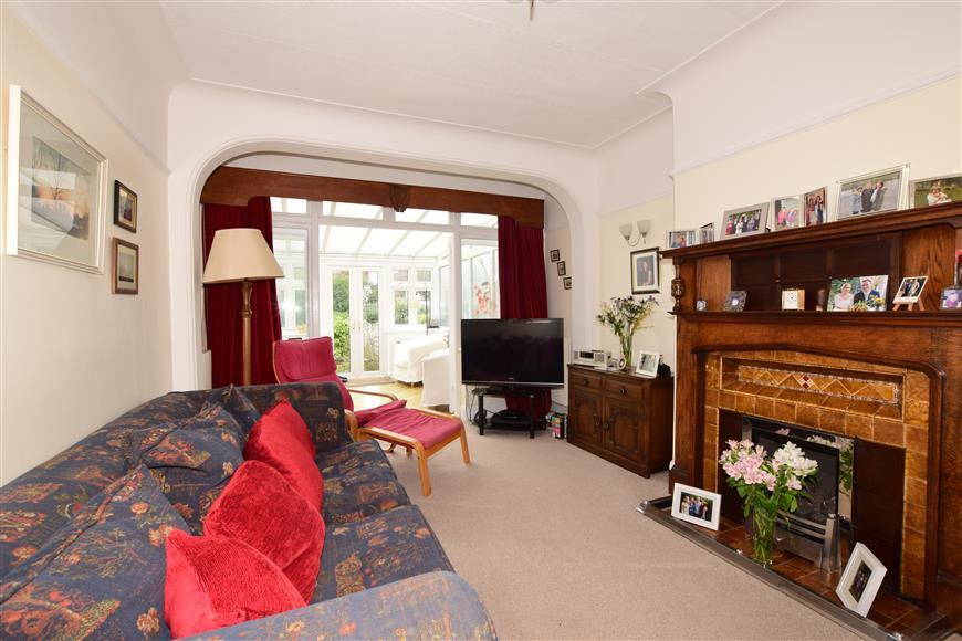 4 Bedrooms Semi Detached House for sale in Cavendish Avenue, Woodford Green, Essex