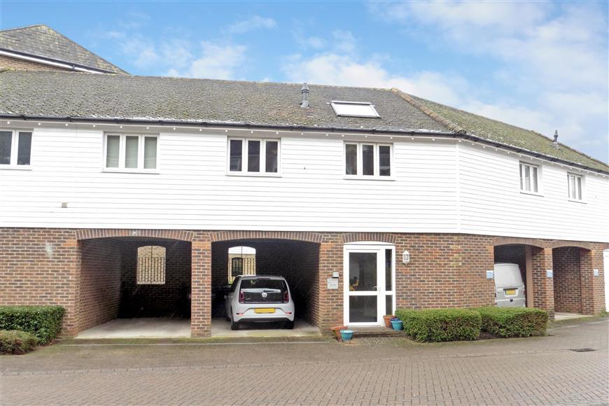 2 Bedrooms Apartment Flat for sale in Medway Court, Aylesford, Kent