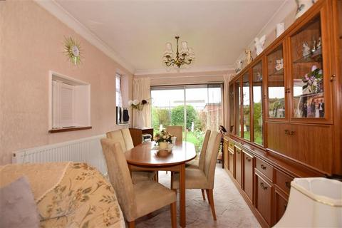 2 bedroom semi-detached bungalow for sale - Ford Lane, Rainham, Essex