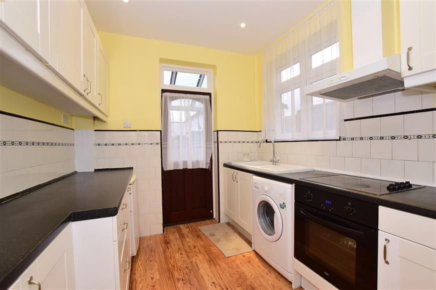 3 Bedrooms Semi Detached House for sale in Broadmead Road, Woodford Green, Essex