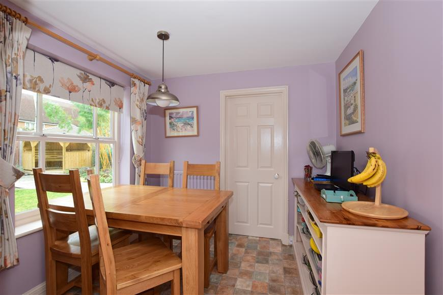 4 Bedrooms Detached House for sale in Carlina Gardens, Woodford Green, Essex