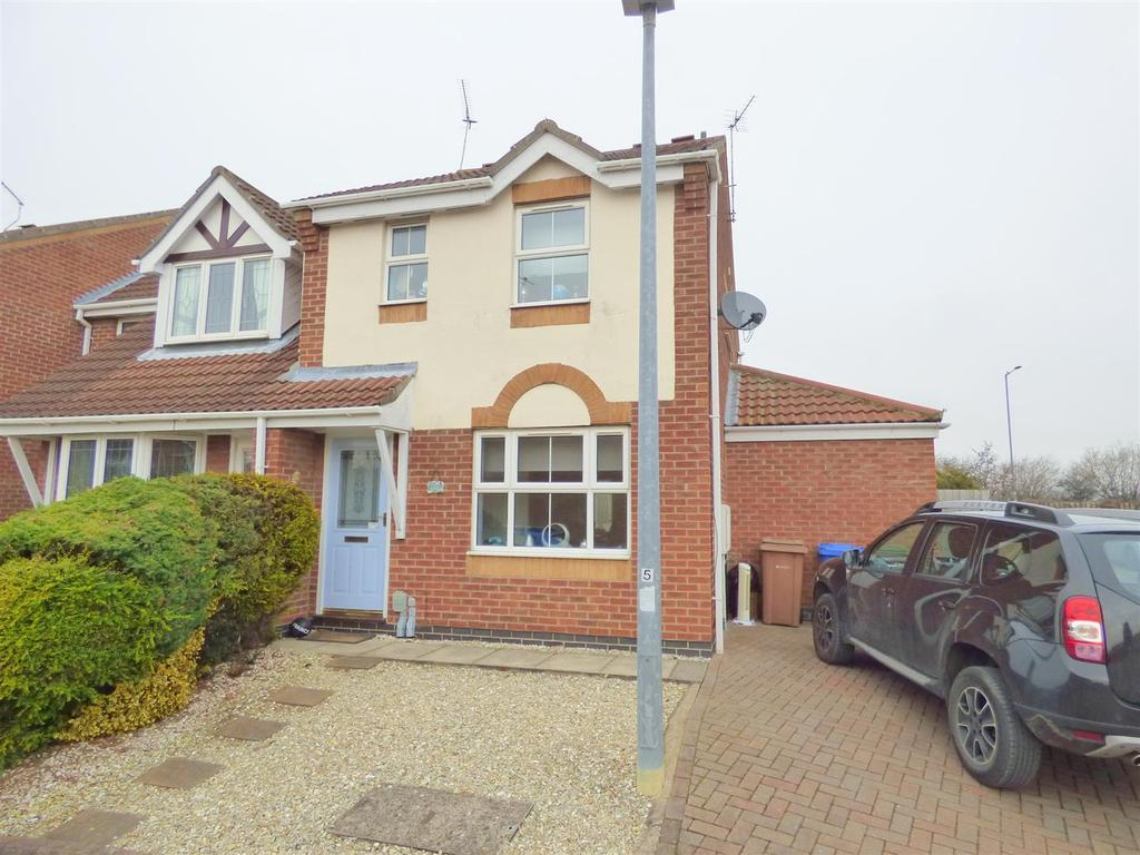 3 Bedrooms Semi Detached House for sale in Wise Close, Beverley, East Yorkshire, HU17