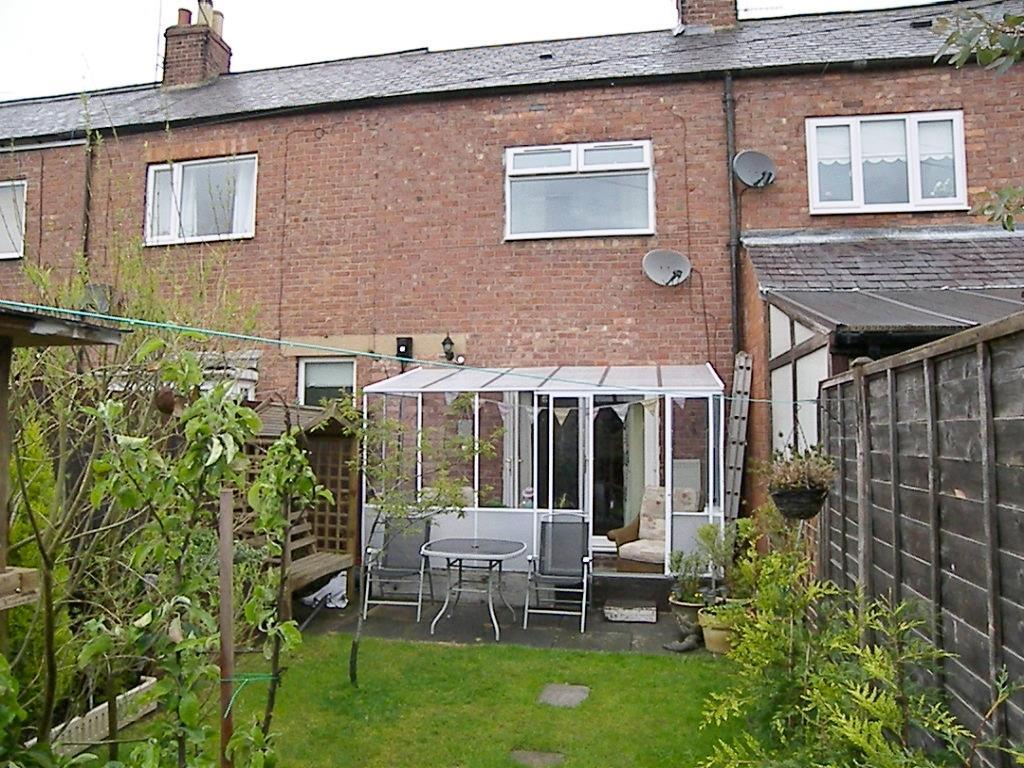 2 Bedrooms Semi Detached House for sale in Queen Street, Morpeth
