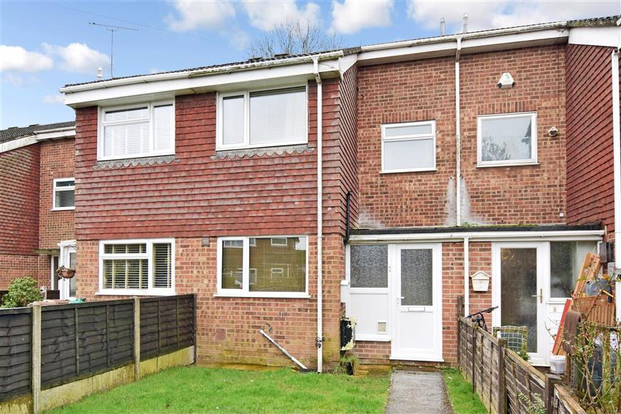 3 Bedrooms Terraced House for sale in Swallowfield, Willesborough, Ashford, Kent