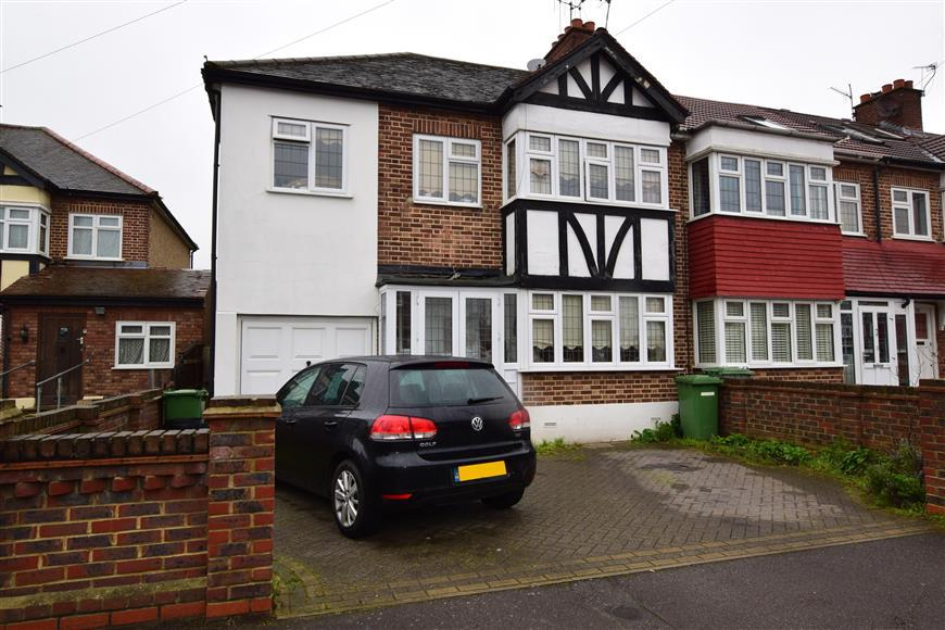 4 Bedrooms End Of Terrace House for sale in Brackley Square, Woodford Green, Essex