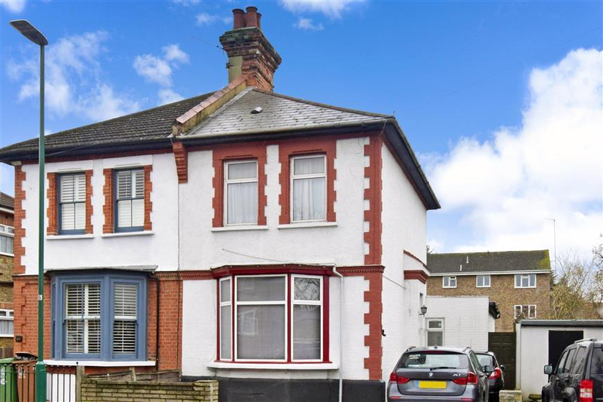 4 Bedrooms Semi Detached House for sale in Oakhill Road, Sutton, Surrey