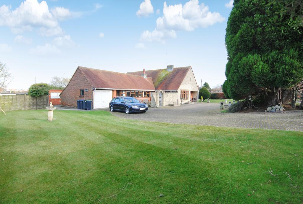 3 Bedrooms Detached Bungalow for sale in Durrington, Salisbury, SP4 8BU