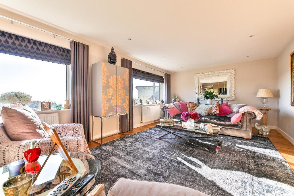 4 Bedrooms Detached House for sale in Ashdown Avenue Saltdean East Sussex BN2