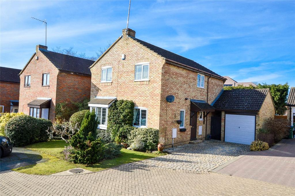 4 Bedrooms Detached House for sale in Wentworth Close, Watford, Hertfordshire, WD17