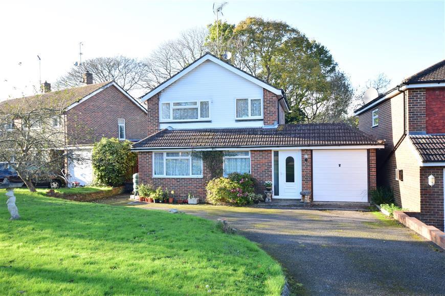 3 Bedrooms Detached House for sale in Abbotsleigh, Southwater, Horsham, West Sussex