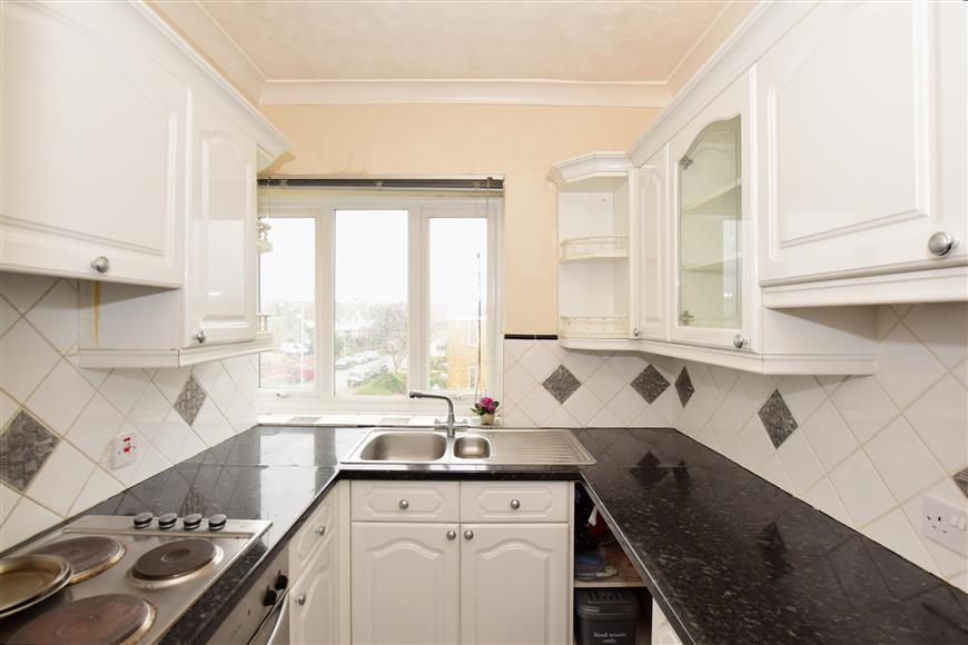 2 Bedrooms Apartment Flat for sale in Northumberland Avenue, Cliftonville, Margate, Kent