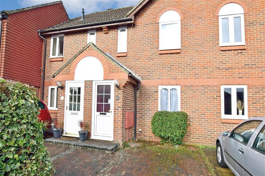 2 Bedrooms Terraced House for sale in Hawkenbury Mead, Tunbridge Wells, Kent